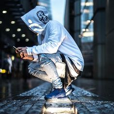 Bape is one of those brands where you really have to know how to pair clothes in order to rock it. Photography Poses For Men, Urban Photography, Creative Photography, Mode Streetwear, Streetwear Fashion, Men Street, Street Wear, Vetement Hip Hop, Urban Fashion