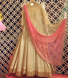 crop top and skirt with gold in between. pink and gold outfit Anarkali Dress, Red Lehenga, Lehenga Choli, Long Anarkali, Saree, Anarkali Suits, Bridal Lehenga, Pakistani Outfits, Indian Outfits