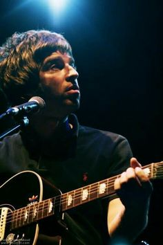 Liam Gallagher Oasis, Noel Gallagher, Rock And Roll Bands, Rock N Roll, Oasis Music, Liam And Noel, Old Rock, Britpop, Musica
