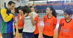 Orlando Gonzalez A modalidade de handebol nos Jogos Escolares do Paraná (JEPs), em Terra Rica, já definiu os campeões no feminino da Classe B (12 a 14 anos) e masculino da Classe A (15 a 17 anos). Em confrontos realizados no ginásio de esportes Soletão, a equipe da Escola Agostinho Stefanello, de Alto Paraná, ficou …