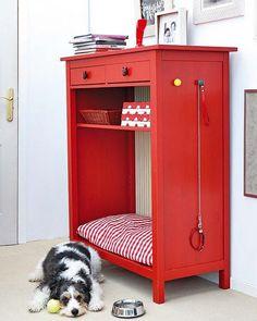 Bookcase/Dresser reshaped into a indoor dog bed!! Love!! from Casa de Colorir: faça você mesmo