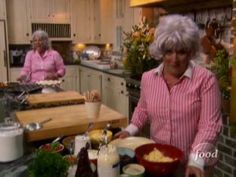 SNL funny woman impersonates Paula Deen in her own kitchen!