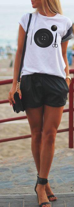 #whitetee #white #tshirt #miseenplace #shorts #blackandwhite