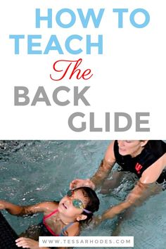 To glide on the back, have your child hold onto the wall or gutter, place her feet on the wall, put her head back in the water (looking up at the sky or ceiling) then gently push off of the wall. CLICK THROUGH to read the full post. (back glide, swimming Swimming Pool Exercises, Swimming Games, Toddler Swimming, Pool Workout, Swimming Tips, Keep Swimming, Swimming Pools, Swimming Lessons For Kids, Swim Lessons