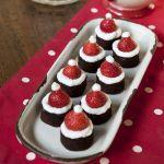 Scopri la ricetta di Sale&Pepe e realizza dei gustosi mini Babbi Natale, perfetti per le festività natalizie