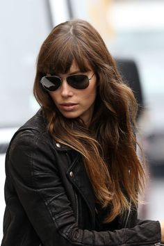 Jessica Biel l Hairstyles & Sunglasses Jessica Biel, Love Hair, Great Hair, Hairstyles With Bangs, Pretty Hairstyles, Brunette Fringe, Brunette Color, Rides Front, Looks Chic