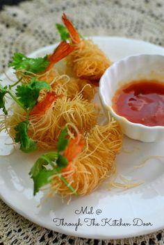 """Through The Kitchen Door: """"Goong Sarong"""" (Deep Fried Prawns Wrapped In Vermicelli) Vermicelli Recipes, Prawn Recipes, Fish Recipes, Seafood Recipes, Asian Recipes, Appetizer Recipes, Cooking Recipes, Healthy Recipes, Tapas"""
