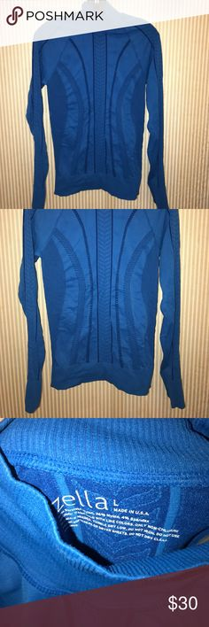 Zella blue turtleneck long sleeve dry fit Has holes for the thumbs which is really cool and very stylish and makes you feel cool never been worn brand-new without tags's size large BNWOT Zella Tops Tees - Short Sleeve