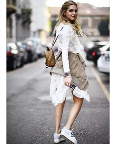 Lace dress with sneakers. Ooolala chic and sporty!