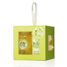 Treat someone to a touch of floral elegance with this cute cube of mini bath-time moringa-scented treats. Moringa Shower Gel 60ml Moringa Body Milk 60ml Cream Mini Crinkle Bath Lily
