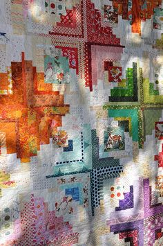 So very beautiful. Log cabin quilt, 2014 Sisters Outdoor Quilt show, photo by Pleasant Home