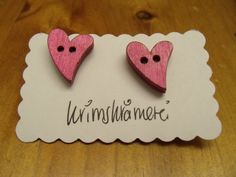 Ohrstecker Herz pink Knopfohrringe Holz von Krimskrämerei auf DaWanda.com