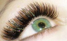 Glitter eyelash extensions.  Leuk voor de feestdagen of een alledaagse glamourlook!  www.wimperextensionsnederland.nl