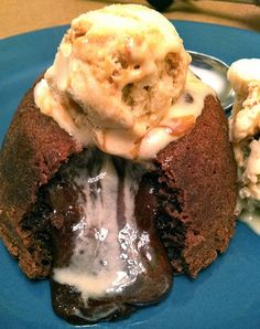 super easy chocolate molten cakes... makes 2 cakes!