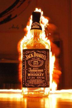 燃えるほどのアルコール濃度? 口の中でも、ウィスキーの濃さが 燃え上がる。 そんな、ウィスキーもいいもんだ。