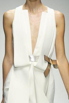 Gianfranco ferre - S 14 White Fashion, New Fashion, Runway Fashion, Spring Fashion, Womens Fashion, Estilo Glamour, Bespoke Clothing, Ferrat, Fashion Details