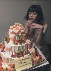 わたしはしあわせものですハタチ #たまぴよ倶楽部 #たまぴよみーてぃんぐ #今日は大阪 #明日は東京 Happy Birthday, Anime, Beautiful, Japanese, Actors, Board, Girls, Model, Beauty
