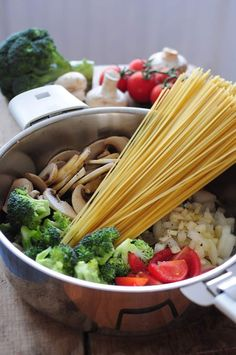 one pot pasta One Pan Pasta, How To Cook Pasta, Easy Healthy Breakfast, Healthy Dinner Recipes, Vegan Recipes, Sauteed Zucchini Recipes, Torrone Recipe, Creamy Pasta, Batch Cooking