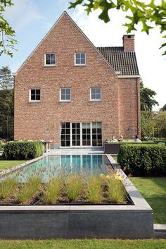 Afgewerkte projecten door Jonas D'hoore | Tijdloos ontwerp | Varsenare Inside Outside, Take Me Home, Villa, Houses, Mansions, House Styles, Home Decor, Gardens, Dreams