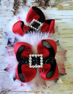 This is a boutique hairbow set with bling accent. The bow measures 3 inches wide and is attached to a partially lined alligator clip with no slip Hair Ribbons, Ribbon Bows, Boutique Hair Bows, A Boutique, Christmas Hair Bows, Diy Christmas, Baby Hair Bows, Making Hair Bows, Diy Bow