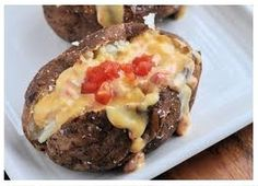 Weight Watchers Recipes, Delicious Queso Potatoes Adapted For The Weight Watchers Diet Plan. Free Weight Watchers Recipe For Queso Potatoes And Only 7 Points Plus Per Serving. Healthy Recipes For Weight Loss, Good Healthy Recipes, Skinny Recipes, Healthy Foods To Eat, Healthy Cooking, Healthy Eating, Healthy Weight, Amazing Recipes, Points Plus Recipes