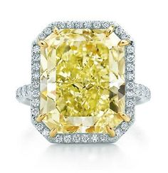 Canary Diamond Engagement Ring.. Just breathtaking <3