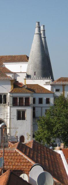 Conheça a romântica vila de Sintra http://viajarpelahistoria.com/romantica-vila-sintra/