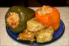 Stuffed Peppers and Cabbage Leaves Fall Recipes, Great Recipes, Main Dishes, Side Dishes, Cabbage Leaves, Romanian Food, Cook At Home, Summer Treats, Veggie Dishes