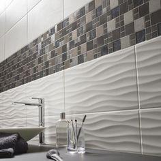 Une douche au carrelage gris et frise en mosaïque | SALLE DE BAIN en ...