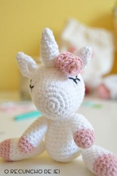 After having published the translation of the nicest amigurumi unicorn pattern, I decided … Crochet Horse, Crochet Unicorn, Love Crochet, Crochet Yarn, Crochet Dolls, Crochet Doll Tutorial, Amigurumi For Beginners, Unicorn Pattern, Unicorn Crafts