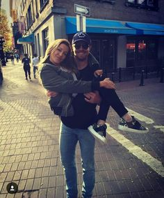 Katie Cassidy and Stephen Amell Oliver And Laurel, Oliver And Felicity, Felicity Smoak, Green Arrow, Arrow Dc Comics, Oliver Queen Arrow, Arrow Tv Series, Dinah Laurel Lance, Stephen Amell Arrow