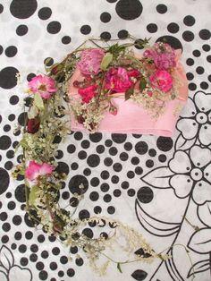 NEWBORN ...ČESKÁ flóra Autorská dekorativní čepička s květinovým pohádkovým přrvisem na focení miminek.  Navrhnu a vytvořím i jiné na ZAKÁZKU.   17.červen 2015 Flora, Facebook, Art, Art Background, Kunst, Plants, Performing Arts, Art Education Resources, Artworks