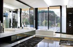 modernes bad schwarz weiß unterbauleuchten großer wandspiegel