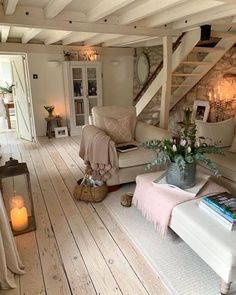 Cottage Living Rooms, Home Living Room, Living Room Decor, Cozy Living, Cottage Stairs, Romantic Living Room, Decor Room, Bedroom Decor, Cozy House