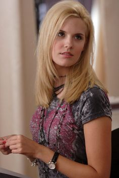 Maggie Grace In Grace was cast as Shannon Rutherford in the television series Lost, on which she was a main cast member for the first two seasons, winning a Screen Actors Guild Award shared with the ensemble cast. Maggie Grace, Stretch Mark Cream, Apa Style, Latest Gossip, Ensemble Cast, Fear The Walking, Teen Choice Awards, Eva Longoria, Blake Lively