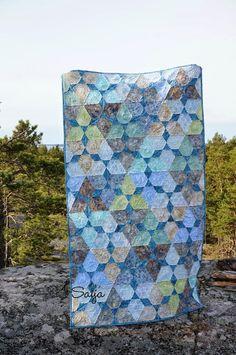 Batik quilt Batik Quilts, Blanket, Quilting, Artist, Hexagons, Blog, Crafts, Lotus, School