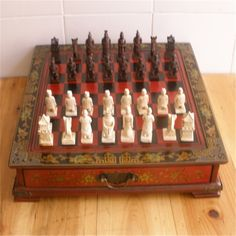 56.10$  Buy now - http://ali6o9.worldwells.pw/go.php?t=32696409106 - Collectibles Vintage Chinese Terracotta Warriors 32 Chess Set & Leather Wood Box Flower Bird Table