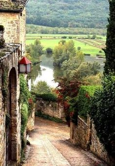 """Famous """"Chianti"""" Vineyards, Vicchiomaggio Wine cellars where the renowned Chianti wine is made in the village of Greve, Toscana - Italia."""