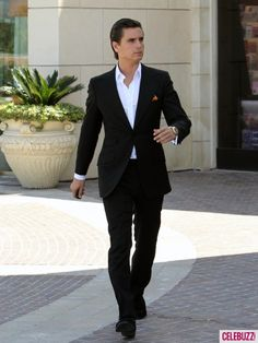 Scott Disick. I hate everything about the Kardashians except for him. Love his witty and sarcastic sense of humor.