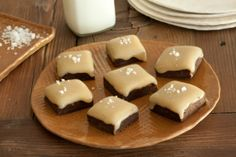40 Fall or Thanksgiving Dessert Recipes Salted Caramel Topped Chocolate Brownies - 13 Irresistible F Fall Desserts, Just Desserts, Delicious Desserts, Dessert Recipes, Thanksgiving Deserts, Dessert Ideas, Yummy Food, Dessert Buffet, Yummy Eats