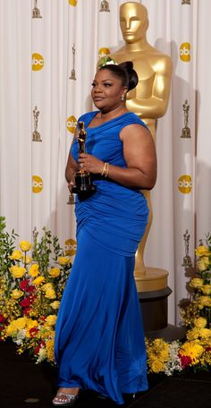 "Academy Awards® ~ Mo'Nique won the Best Supporting Actress Oscar® for her performance in ""Precious"" (Won 2 Oscars. Another 111 wins & 81 nominations) Academy Award Winners, Oscar Winners, Academy Awards, Hollywood Actresses, Actors & Actresses, Oscar Dresses, Oscar Gowns, Black Actors, Full Figure Fashion"
