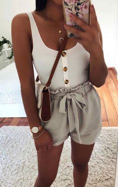 8 looks that are stylish and cool for the hottest days - Moda - Mode Adrette Outfits, Trendy Outfits, Cute Shorts Outfits, Tie Shorts, Simple Outfits, High Waisted Shorts Outfit, Denim Shorts Outfit, Tank Top Outfits, Flowy Shorts