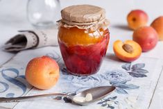 DVOUBAREVNÁ MARMELÁDA Peach, Pudding, Fruit, Desserts, Food, Lemon, Tailgate Desserts, Deserts, Custard Pudding