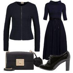 Vestito blu con collo alto e cintura in vita nera, blazer corto navy e francesine con lacci black, borsa in pelle black , adatto per serate casual o eleganti.
