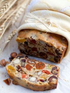 12 delicious fruit and nut bread recipes Think Food, I Love Food, Good Food, Yummy Food, Fruit Recipes, Bread Recipes, Cooking Recipes, Cooking Tips, Easy Recipes