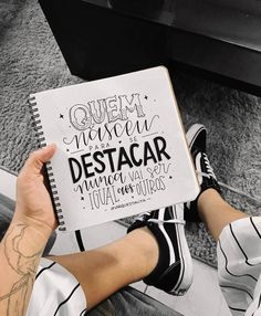Quero quotar esse filme inteirinho sim. #oextraordinário #marquestalita Motivational Phrases, Inspirational Quotes, Lettering Tutorial, Hand Type, Decorate Notebook, Brush Lettering, Words Quotes, Quotes To Live By, Texts