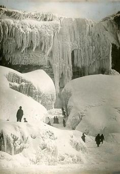 The natural wonder is the result of the most recent ice age, when the Wisconsin glaciations melted. Ice formations can still form in the water below the falls, as a result of the mist and water in the lake freezing over. Seen here, visitors explore the Cave of the Winds in 1916. (Ernest Fox/National Geographic Stock)