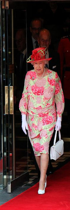 Queen Elizabeth 2 Photograph  - Andrew Fare This is definitely not my favorite outfit of hers!