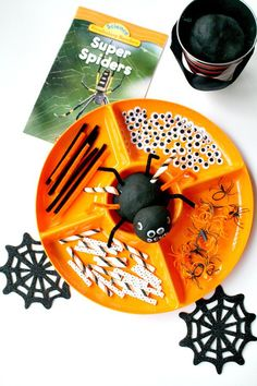Fun spider playdough kit. Great idea for a Halloween center or Halloween party.