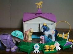 VINTAGE MY LITTLE PONY STABLE WITH MIXED LOT